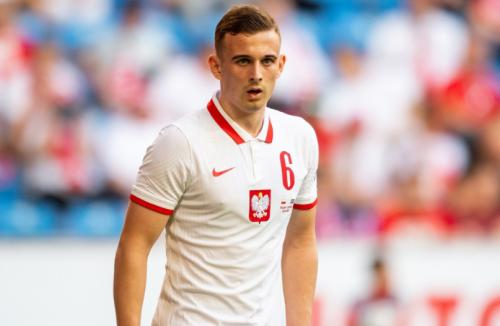 Polşa millisinin futbolçusu rekorda imza atdı -