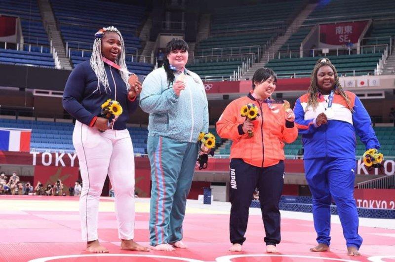 Cüdoçumuz İrina bürünc medalına qovuşdu -