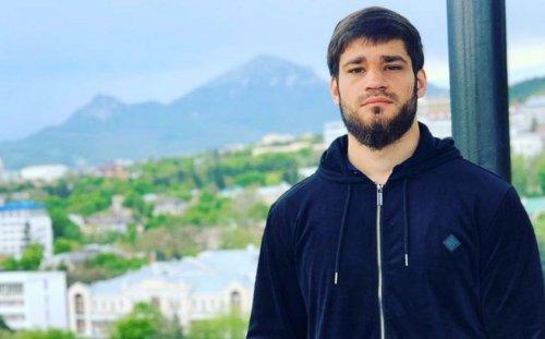 Erməni boksçu Rusiyada silahlı basqına görə həbs edildi
