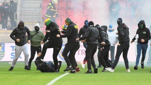 Slovakiya çempionatında oyun yarımçıq dayandırıldı -